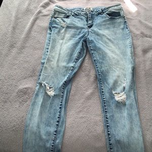 refuge - distressed jeans